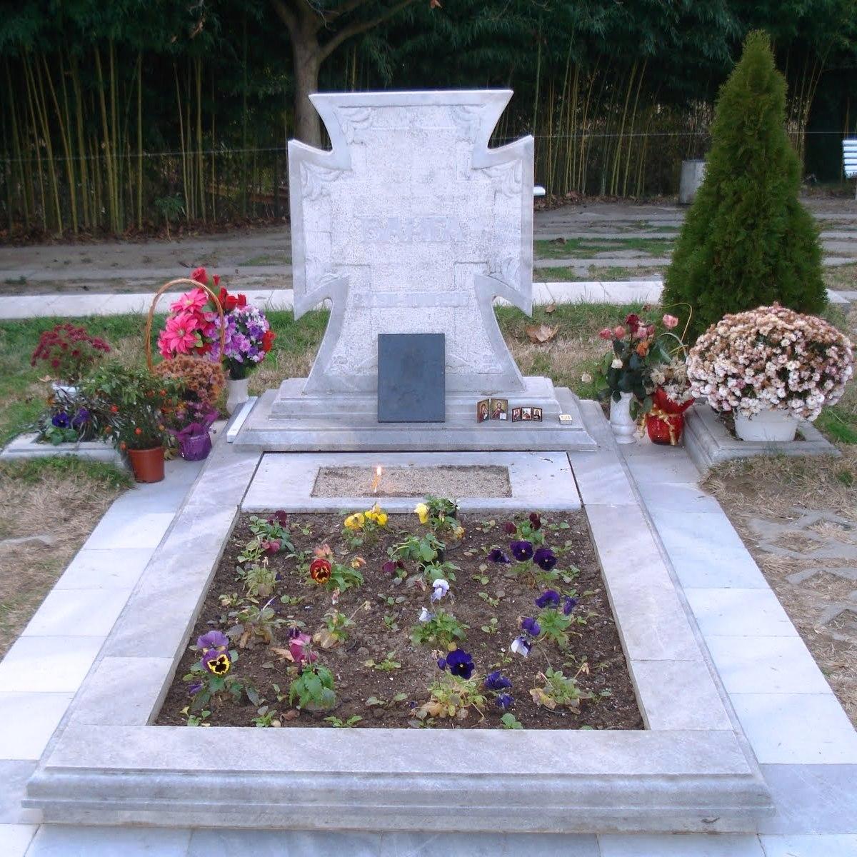 Гробът