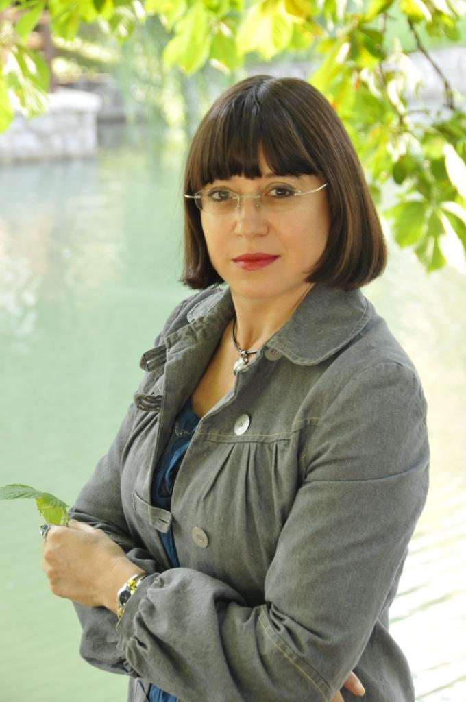 Жени Костадинова